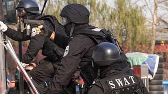 罪のない人が犠牲となったアメリカの特殊部隊SWATによる10の突撃事例