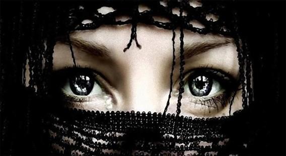 目は物語る。アラブ人女性の美しい瞳を撮影した写真ギャラリー
