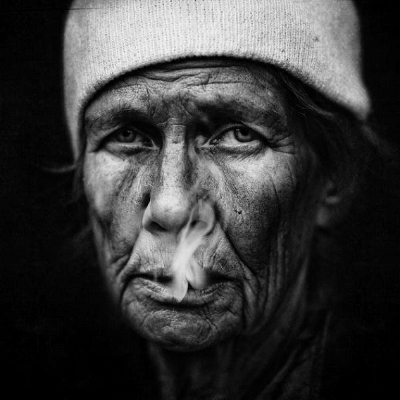 amazing_black_and_white_photos_of_the_homeless_640_07