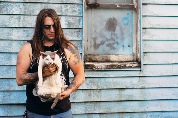 筋金入りの猫好き。有名メタルバンド・メンバーが猫救済のために作った写真集「Metal Cats」