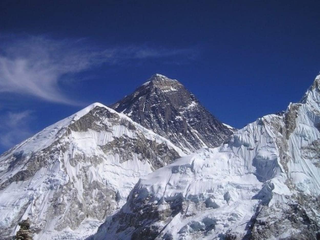 エベレスト山が86cm高くなる
