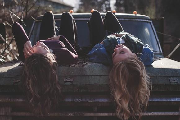 girls-1209321_640_e