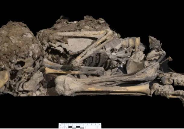 恐怖の洞窟で発見された子供の遺骨