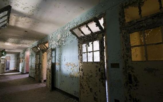 news_inside_abandoned_insane_asylum_10