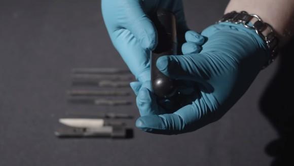 すごく、大きいです...CIAのスパイがお尻に入れて隠し持っていた直腸挿入型の脱出用ツールキット(アメリカ)
