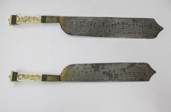 楽譜が刻印された16世紀のナイフ