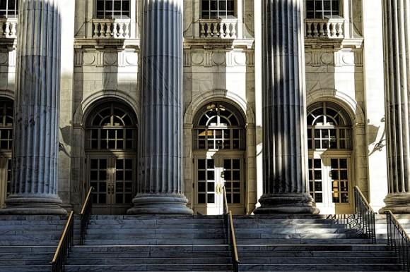 courthouse-1223279_640_e