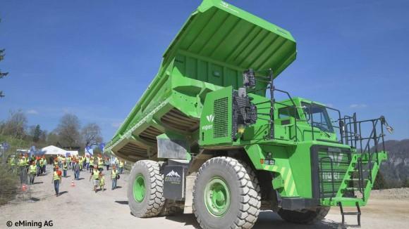 プラグ充電不要。世界最大の電動ダンプカーは重さは45トン、高さ4.2メートル(スイス)