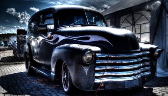 悪霊が取り憑いて超常現象を引き起こす。呪いの車と噂される悪名高き10台の車両