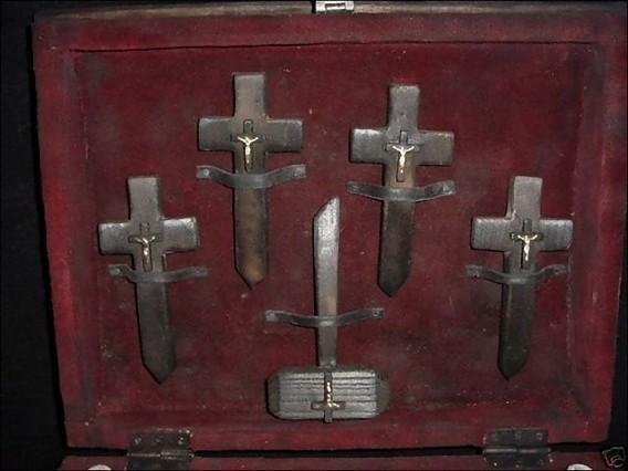 real_vintage_vampire_killing_kits_640_18_e0