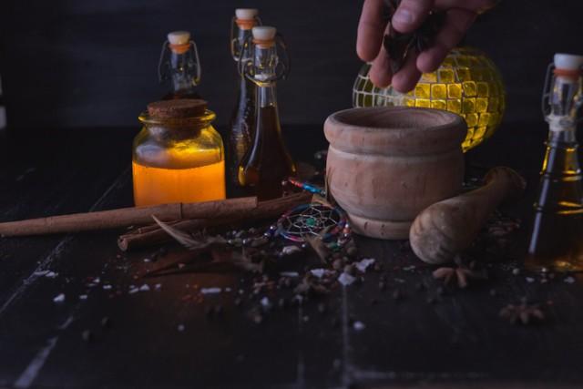 古代アテネで使用されていた「呪いの壺」が発掘される。その犠牲者は30名以上も!?(ギリシャ)