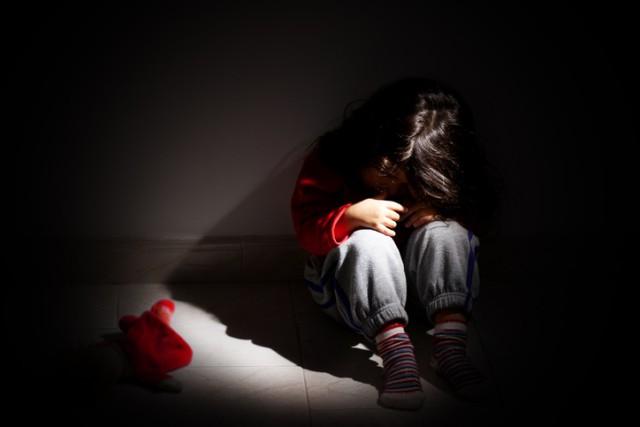 知らぬ間に操られていた?心理攻撃「ガスライティング」を仕掛ける親の7つの特徴