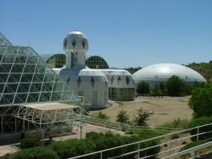 巨大な密閉空間の中の人工生態系 バイオスフィア2