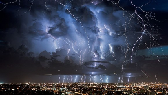 不気味な雲と雷