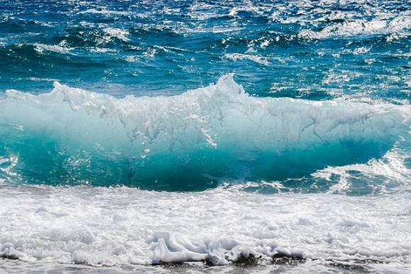 wave-2211925_640_e