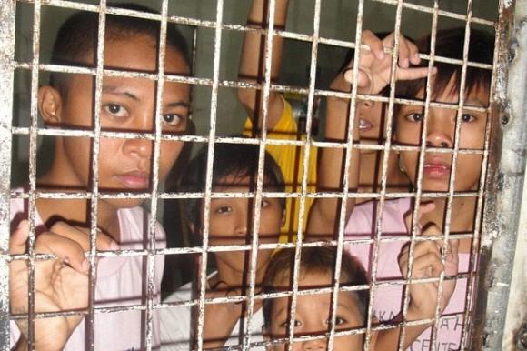 フィリピンでは、ローマ教皇フランシスコ来訪に先立ち、ストリートチルドレンが牢に入れられていた