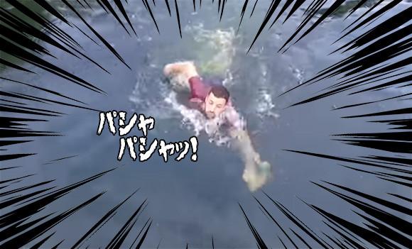 我が身を顧みず池に入り込み必死に救助!危機一髪で間に合った!で、この男性は一体何を助けたのか?