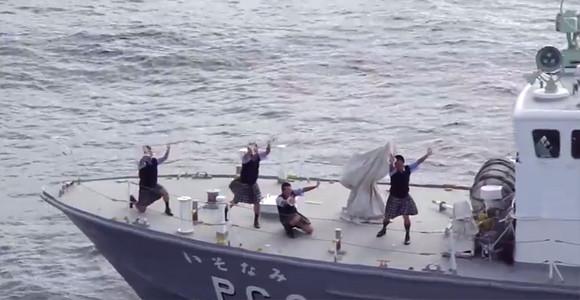 一方海上保安庁では、真剣に踊っ...
