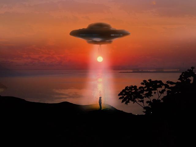 3人が宇宙人に連れ去られたという謎の看板がある森