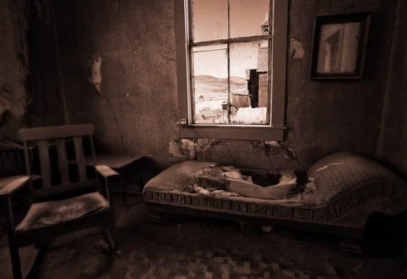 アパートで不気味な体験をした女性の話