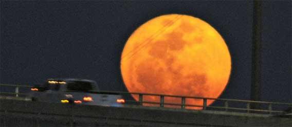 今年も再びやってくる、月が地球に大接近する「スーパームーン」は5月5日到来