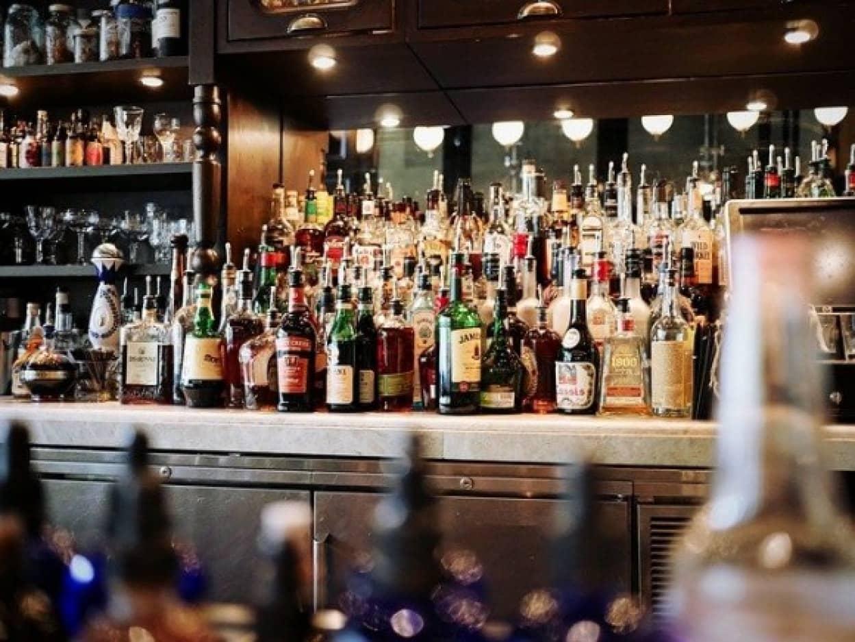 酔っ払って喧嘩をして怪我を負った男性、酒を提供した店を訴え勝訴