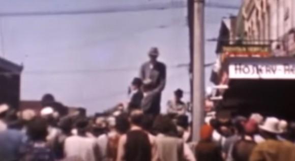 その身長は272cm。記録に残されている中で最も背の高い男性、ロバート・ワドローの貴重なカラー映像