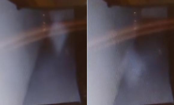 白い影が近づき、すさまじい速さで逃げてゆく。ネット上で話題を呼んだ「階段下の子どもの幽霊」