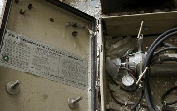 news_inside_abandoned_insane_asylum_09
