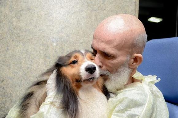 長引く治療で精魂尽き果てていた男性だが、看護師の計らいで愛犬と再会。奇跡的な回復を見せる(ブラジル)