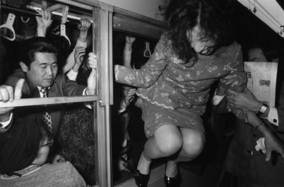 半世紀前から続く、東京通勤地獄、満員列車風景(1960~1970年代)