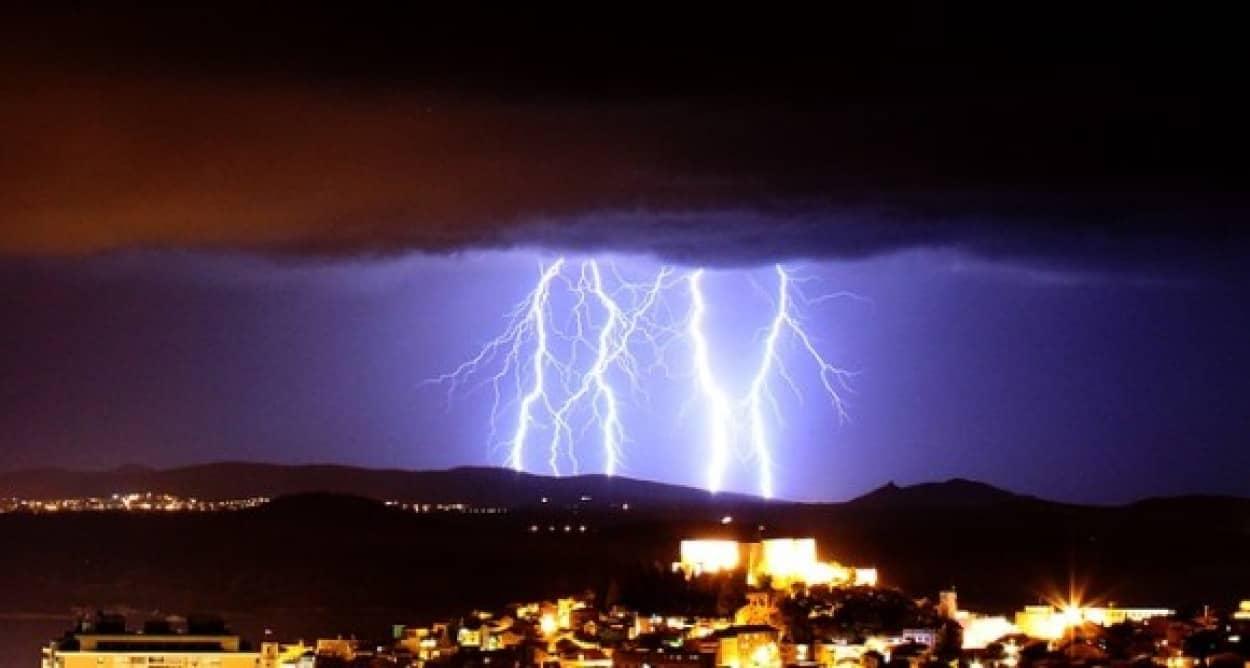 lightning-1506403_640_e