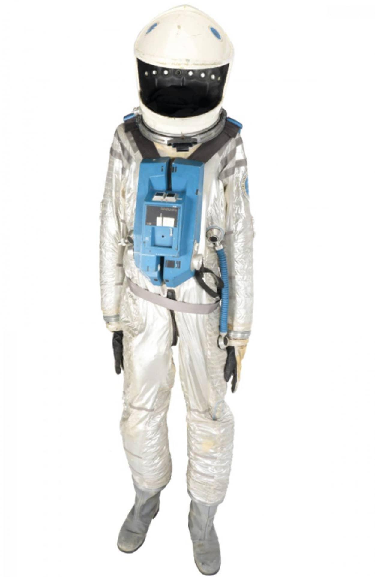 2001年宇宙の旅の宇宙服がオークションに出品