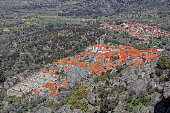a_beautiful_village_on_the_rocks_640_15