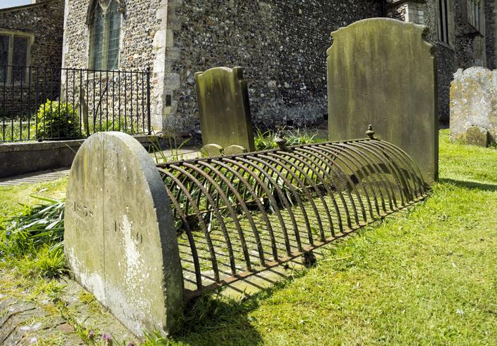 イギリスの死体盗掘人がら墓を守る方法