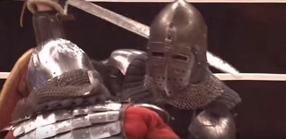 「てつのよろい+くさびかたびら」で剣を持ちリングで戦うM-1ファイト