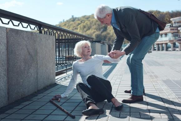 情けは人の為ならずは本当だった。誰かのために行動すると身体的な痛みが和らぐことが発見される
