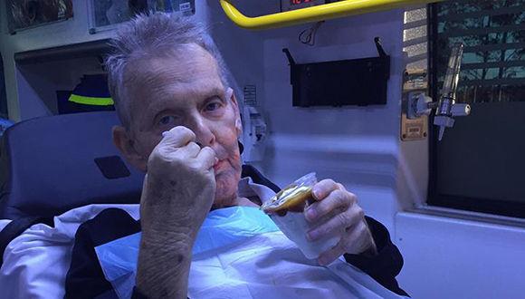 「キャラメルサンデーが食べたい」 患者の最期の願いを叶えるため救急車でマクドナルドに立ち寄り、その夢を叶える救急隊員(オーストラリア)