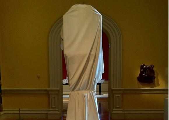 白い布が被せられたまま、誰も中身を見たことがない「幽霊時計(ゴースト・クロック)」その理由とは?