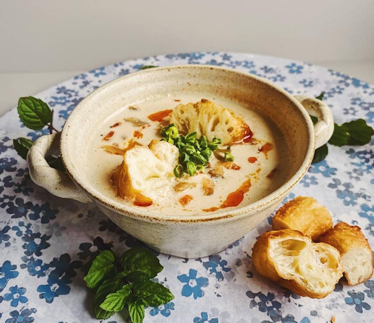 台湾風豆乳スープ「鹹豆漿(シェンドウジャン)」と揚げパンの作り方