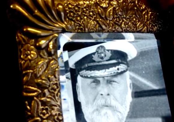 一年に一度幽霊が出現する?タイタニック号の船長が所有していたいわくつきの鏡がオークションに出品