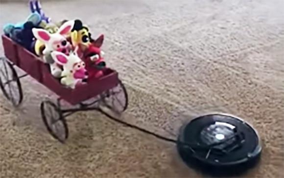 ついつい擬人化したくなる。お掃除ロボットルンバが動物(ぬいぐるみ)たちを散歩させている映像