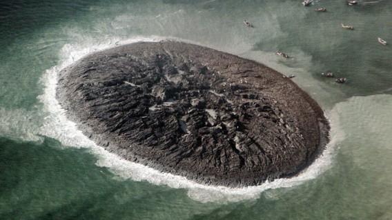 e52c2bca パキスタン大地震、なんと島が出現!