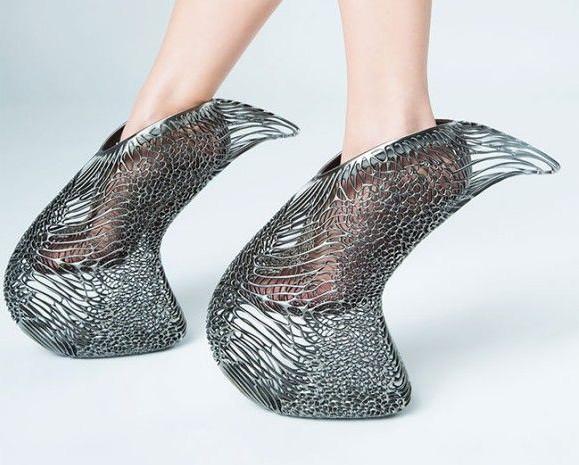 SF的未来感!宇宙植物「マイセリウム」風の菌糸彫刻が施された3Dプリンターで作られた靴