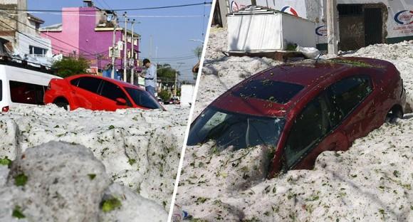 天変地異の極み。夏のメキシコで気温が急激に下がり大量の雹(ひょう)が降り、車が押し流されるという事態に発展