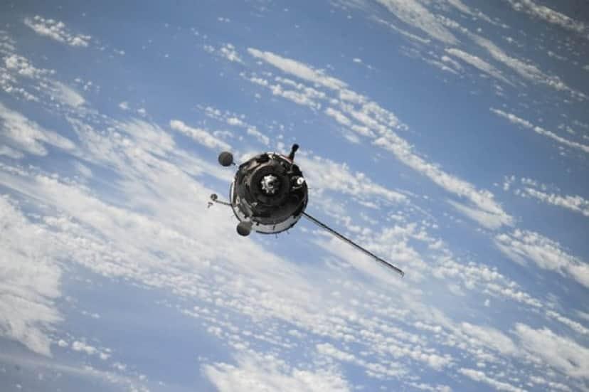 satellite-1030782_640_e