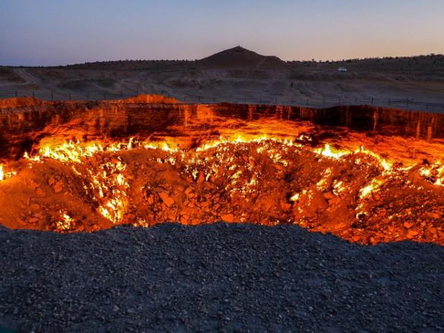 人間の犯した過ちで50年間燃え続ける巨大なクレーター、トルクメニスタンの地獄の門