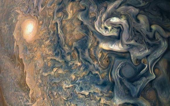 太陽に浮かぶはてなマーク、星の誕生など、最高にクールな7枚の宇宙の画像