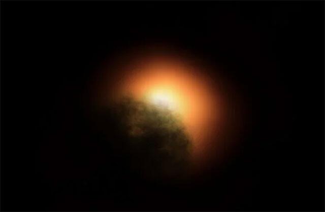 ベテルギウス減光の原因は大量のプラズマによる塵の雲である可能性