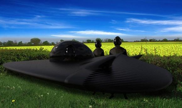 未知との遭遇?真っ黒な三角形型のUFOから謎の生命体にガン見されたと主張する男性(イギリス)